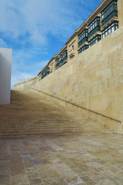 Freitreppen am südlichen Eingang nach Valletta