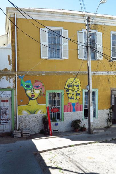 Bemalte Hausfassade in Cerro Alegre