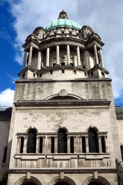 Rathaus von Belfast, Blick vom Innenhof auf die große Kuppel