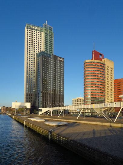 Maastoren (Deloitte, links) und Rechtbank Rotterdam
