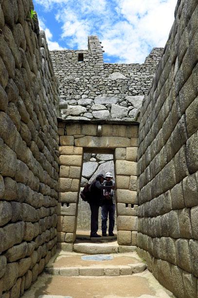 Trapezförmiges Tor, typisch für den Inka-Baustil