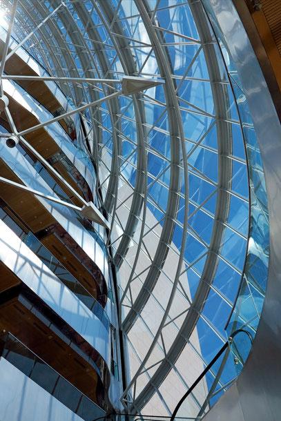 Im gläsernen Atrium des Convention Centre