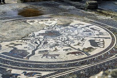 Mosaik: Mythischer Sänger Orpheus im Kreis nordafrikanischer Tiere