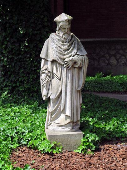 Statue im Professoren-Garten der Universität