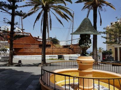 Zwerg von Luis Morera auf der Plaza de la Alameda und Museo Naval