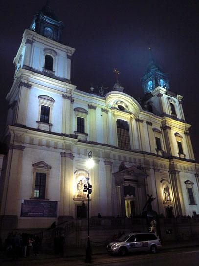 Die Heilig-Kreuz-Kirche nach dem Konzert im Nieselregen
