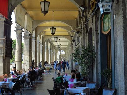 Arkaden in Cagliari in der Via Roma