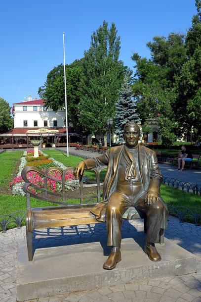 Denkmal von Leonid Utiosov (Utjossow) im Stadtgarten