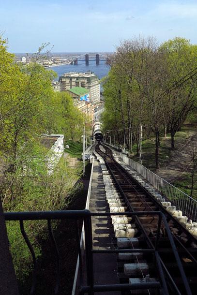 und den Michaelplatz in der Oberstadt mit dem Außenministerium und dem Michaelskloster. Die Bahn wurde 1905 in Betrieb genommen.