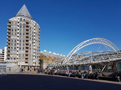 Rotterdam Blaak, Blaakturm und Eisenbahn-, Metro- und Tramstation