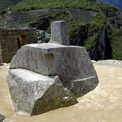 Sonnenstein (Intihuatana), das wichtigste religiöse Heiligtum der Anlage