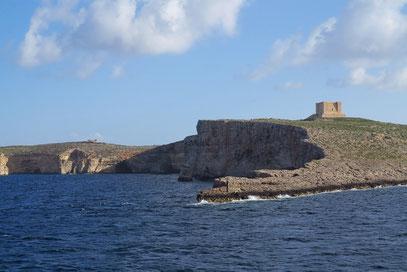 Mit der Fähre nach Gozo, vorbei an der Insel Comino, Wachtturm 1618