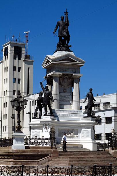 Valparaíso. Plaza Sotomayor, Monumento a Los Heroes de Iquique