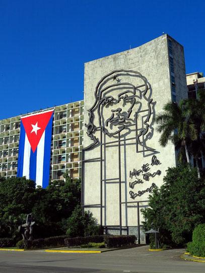 Innenministerium mit Portrait von Che Guevara