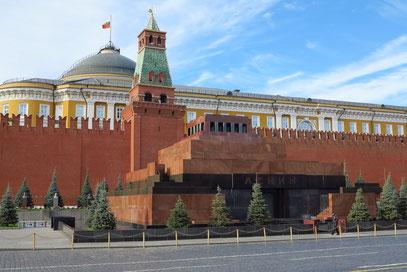 Lenin-Mausoleum (1930), Kreml-Mauer und Senatspalast (1787), zentraler Amtssitz des russischen Präsidenten