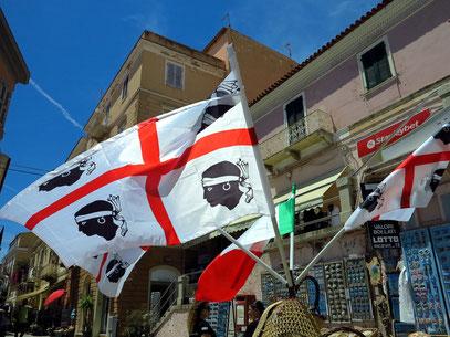 Sardische Flagge mit den vier Maurenköpfen