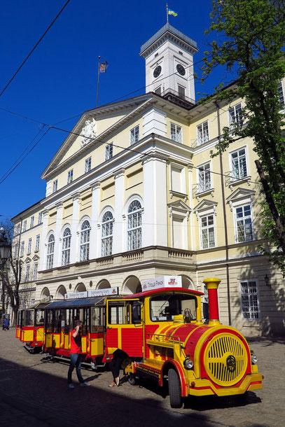 Rathaus am Marktplatz (1827-1835) mit 65 m hohem Turm