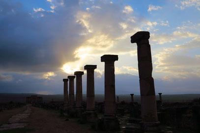 Blick den Decumanus Maximus entlang nach Südwesten