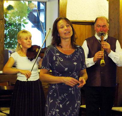Folkloreabend mit Musik, Gesang und Tanz
