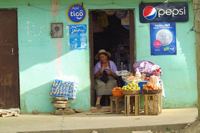 Kramladen an der Hauptstraße von Totora