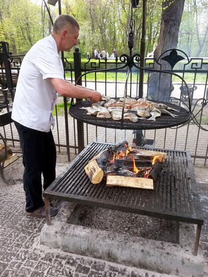 Grill im Garten des Restaurants Delice