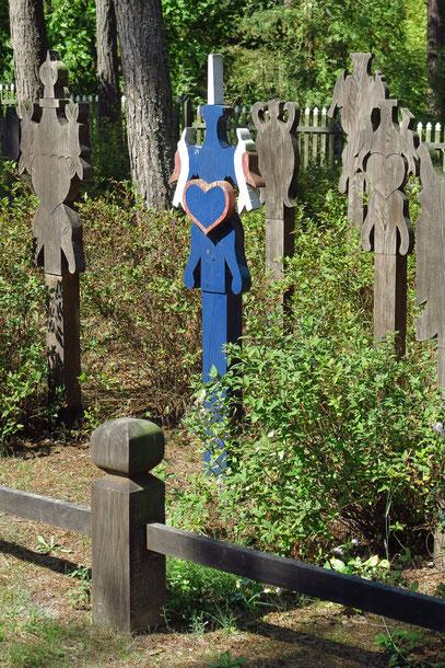Alter Friedhof  mit den typischen Kurenkreuzen