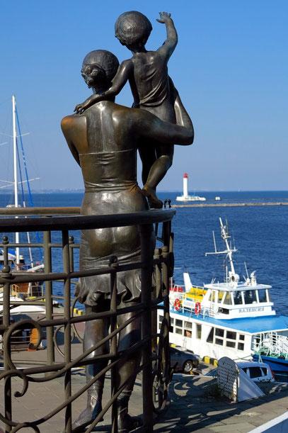 Skulptur Sailor's Wife oberhalb des Yachthafens