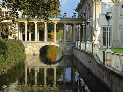 Der Łazienki-Palast, auch Palast auf dem Wasser genannt, 17. Jh.
