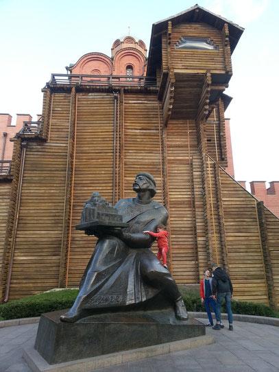 Das Denkmal für Jaroslaw den Weisen ist eine 1997 enthüllte Bronzeskulptur des Großfürsten von Kiew