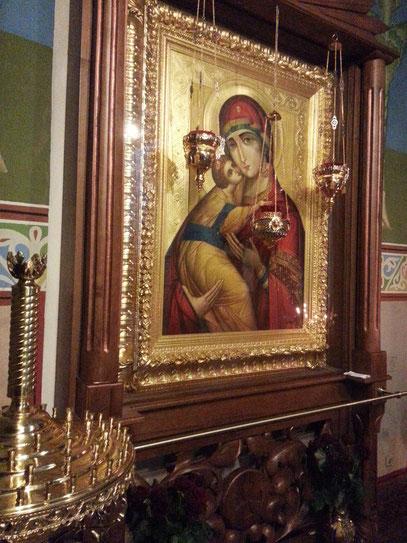 Ikone der Muttergottes an der linken Seite der Ikonostase