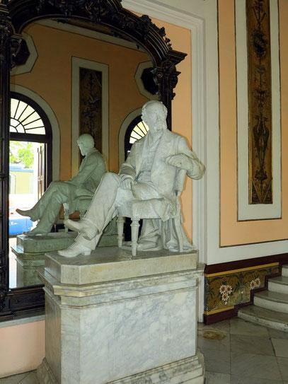 In der Eingangshalle des Teatro Tomás Terry