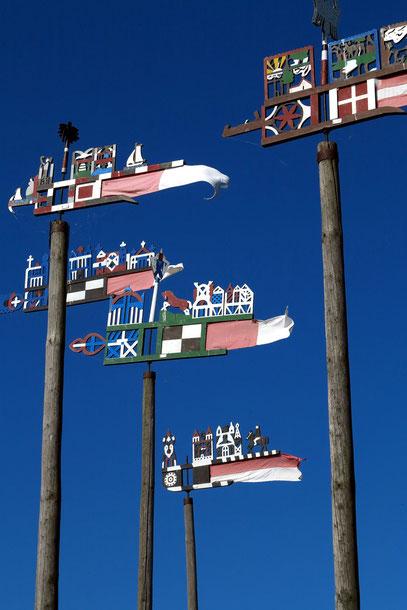 Nida, Charakteristische Flaggen der Kurenkähne
