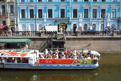 Von verschiedenen Orten der Stadt starten die Ausflugsboote.