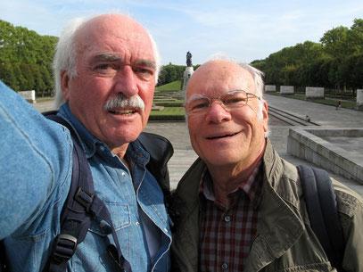 Zwei Freunde auf Streifzügen durch Berlin (Foto: Bernd Thyerlei)