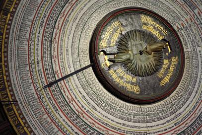 Die bis 2017 reichende Kalenderscheibe der Astronomischen Uhr.
