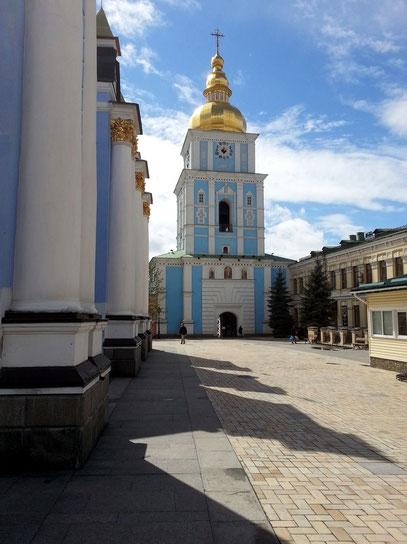 Der Glockenturm wurde um 1716–1719 hinzugefügt .