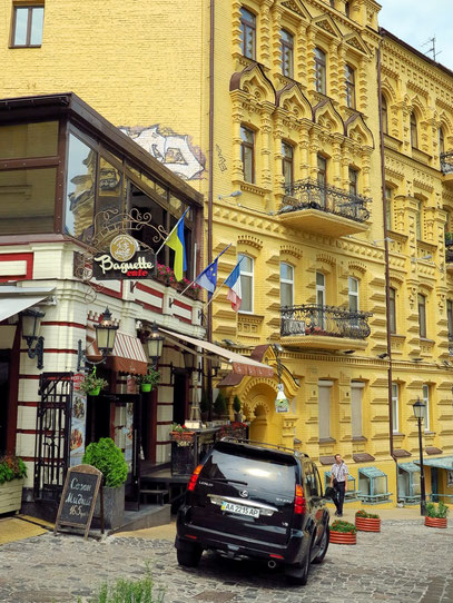 Baguette-Café am Andreassteig, 34 (Andriivs'kyi descent)
