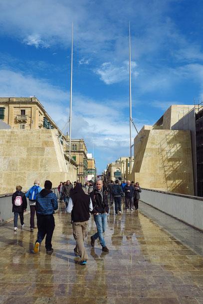 """Valletta, """"Stadttor"""" (offene Mauer) am südlichen Eingang"""