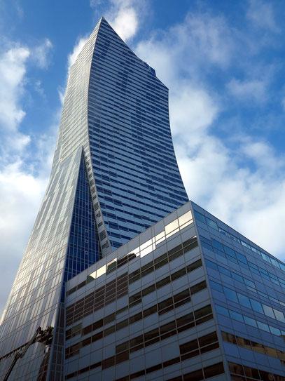 Wolkenkratzer Złota 44 (Architekt: Daniel Libeskind), siehe Wikipedia