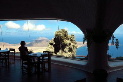 Blick durch die Panoramafenster des Hauptraumes