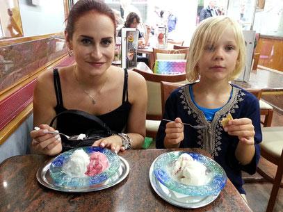... im Eiscafé Capri in Karlsruhe (Limone und Fragola sind die Eis-Klassiker)