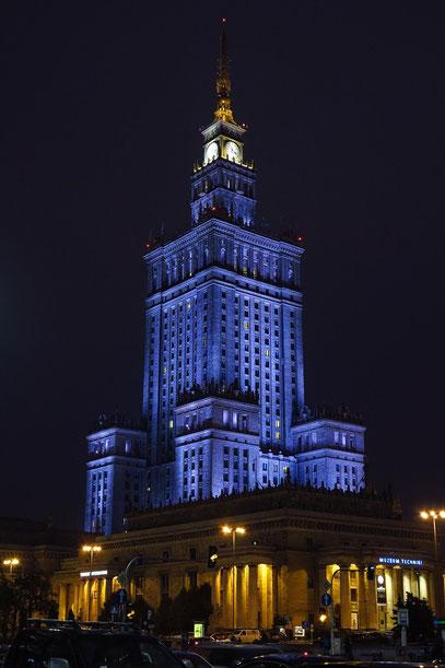 Der Kulturpalast bei Nacht