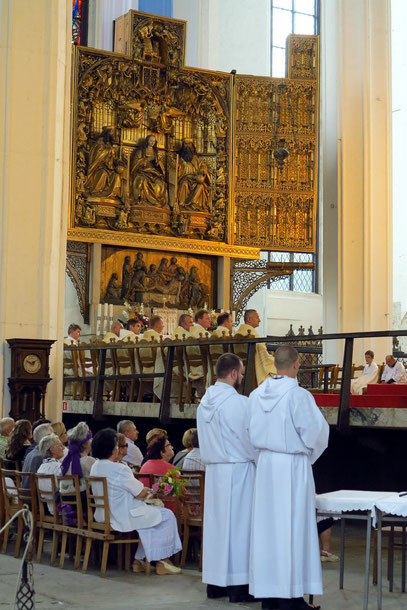 Marienkirche, Blick ins Hauptschiff mit dem Altar