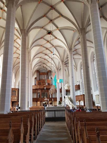 Simultankirche St. Petri, Grundriss mit Achsenknick, Blick auf evangelische Orgel
