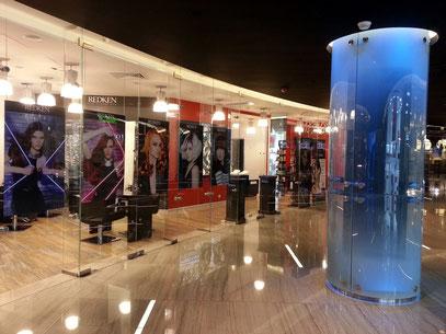 Friseursalon im unterirdischen Einkaufszentrum