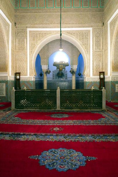 Grabstätte Moulay Ismails mit dem von einer Messingschranke eingefassten Kenotaph des Sultans