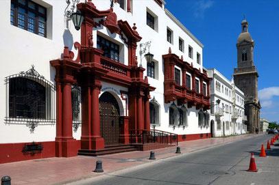 La Serena. Neokolonialer Stil der Gebäude an der Plaza de Armas, Kathedrale