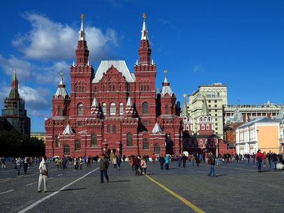 Roter Platz mit dem Historischen Museum (1883) und Auferstehungstor