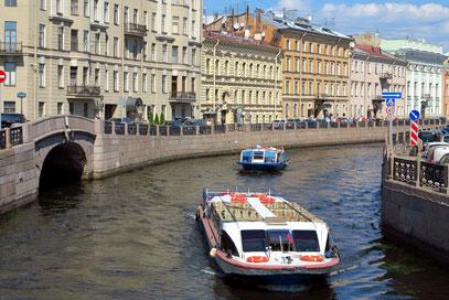 """St. Petersburg mit den 42 Inseln wird """"Venedig des Nordens"""" genannt."""