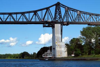 Rendsburger Hochbrücke von 1913: Eisenbahnbrücke und Schwebfähre